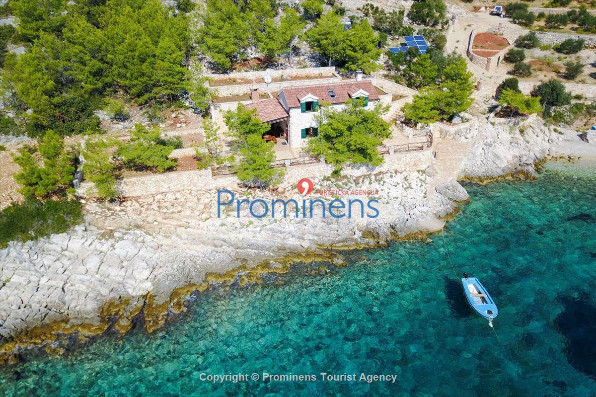 Alleinstehendes Ferienhaus Rubin in eigener Bucht mit 130.000 qm